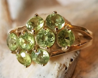 14K Gold Cluster Ring with Green Peridot (st - 2136)