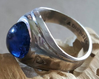 Sterling Silver Ring with Deep Blue Cabochon Stone (st- 1943)
