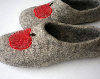 Felted wool slippers / house shoes - Natural apples