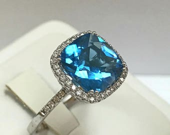 Beautiful 14K White Gold And Blue Topaz Diamond Ring! Size 9 3/4