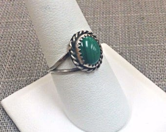 Vintage Sterling Silver   Woman's Malachite Ring, Size 8 3/4.  Free US Shipping!!!