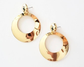 Large Vintage Style Gold Tone Hoops Earrings | 50s 60s 70s 80s | posts only | Fashion |