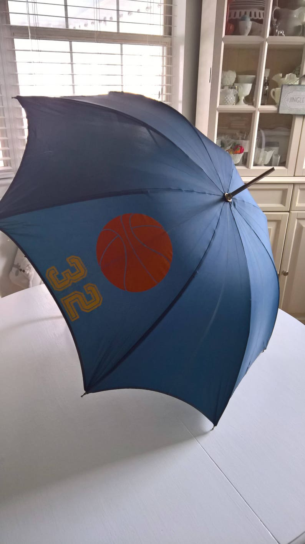 SALE Vintage Basketball Petite Cane Umbrella Retro Kids Number 32 Cool Accessory Rainy Day Italian Shade Costume Wardrobe Hispter Chic -
