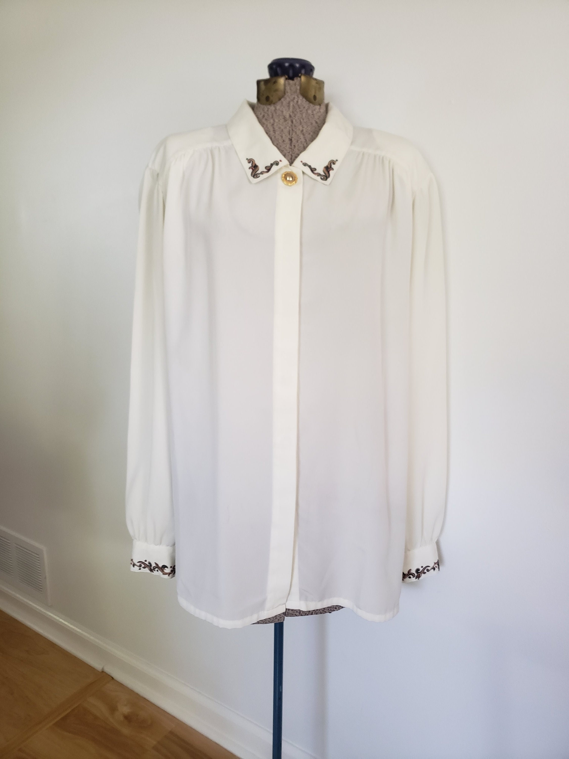 80s Dresses | Casual to Party Dresses Vintage Koret Embroidered Collar  Cuffs Button Down Blouse - Retro 1980s Simple Elegant Dress Shirt Lovely Womens Fashion Clothing $18.00 AT vintagedancer.com