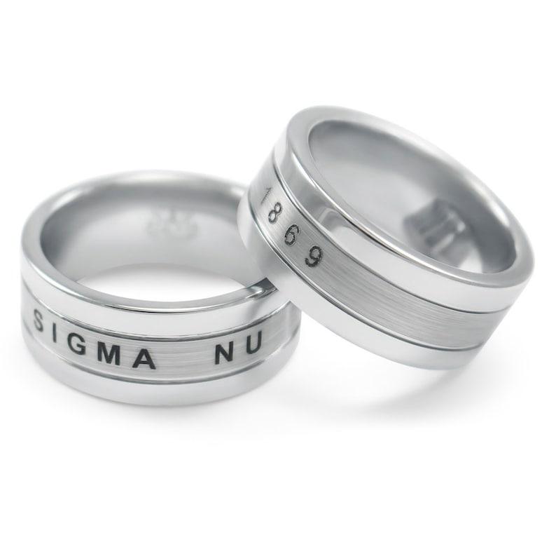 5cbe9005d2a6 Anillo de tungsteno de Sigma Nu     fraternidad regalos