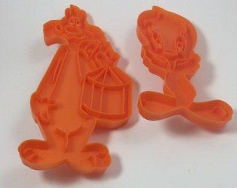 Sylvester and Tweetie coookie cutters, vintage cookie cutters, cartoon cookie cutters, Warner Bros cookie cutters, vintage 1978 cookie cutte