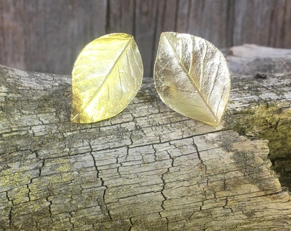 Vintage Crown Trifari clip on gold leaf earrings, vintage clip on earrings from the 60's, gold tone jewelry, vintage jewelry, nature earring