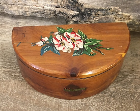 Vintage cedar jewelry box, vintage floral designed Cleveland, Ohio trinket box, vintage wood jewelry box, Cleveland ohio decor, cleveland