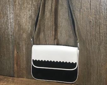 Vintage Stuart Weitzman  purse, classy black and white vintage leather purse, Stuart Weitzman, vintage handbag, elegant vintage purse