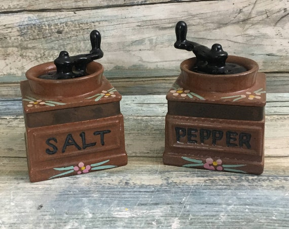 Vintage Japan grinder salt and pepper shakers, coffee grinder shaped salt and pepper shakers, salt and pepper collectors, made in Japan