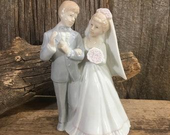 Beautiful vintage porcelain Roman wedding topper, 1980's bride and groom, vintage glazed porcelain bride and groom, 1980's wedding topper