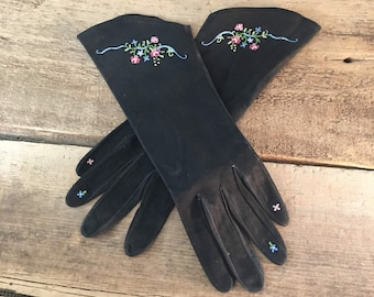 Vintage black suede gloves made in Paris size 6 1/2, black suede gloves with embroidered flowers, Paris gloves size 6 1/2, Lu Dame Blanche