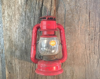 Vintage Dietz Comet red lantern, super cool vintage lantern, Dietz Comet made in the USA,rustic primitive decor,red lantern decor,camp decor