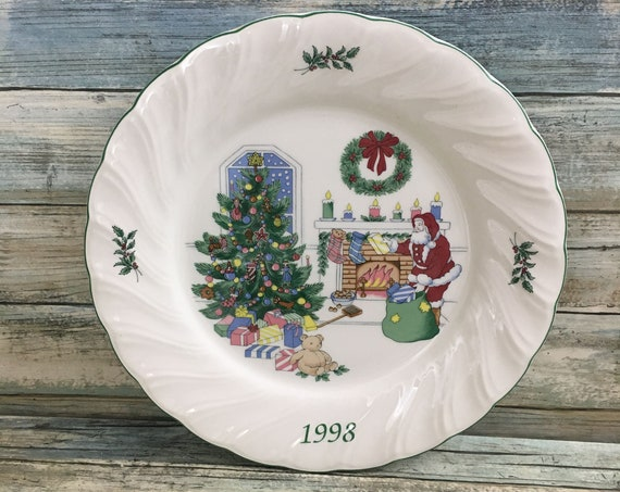 Nikko 1998 Holiday Spirit Collectibles Chestnuts Roasting on an Open Fire Happy Holidays plate made in Japan, Santa plate,  Christmas plate
