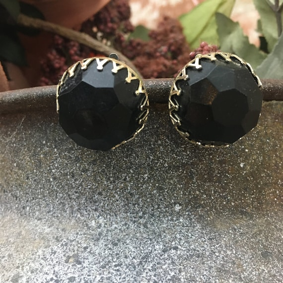 Vintage Made in Hong Kong black button earrings, vintage plastic black button clip on earrings, black earrings, vintage costume jewelry