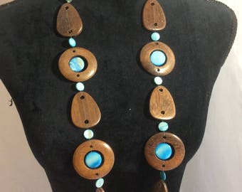 Vintage wood necklace, 1970's wood and turquoise colored stone necklace, beautiful retro unique wood necklace, vintage jewelry made of wood