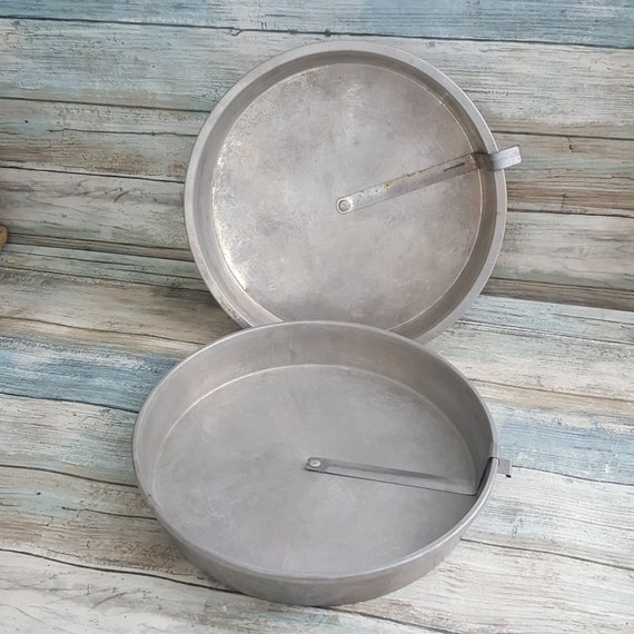 Vintage Mirro Aluminum round cake pan with release bar, two aluminum round cake pans with release bar, Mirro 1109M 9 x 11.5,vintage aluminum