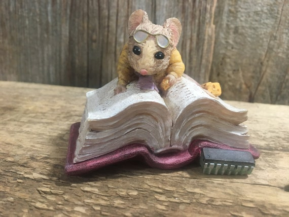 Vintage Lee Sievers Computer Mice Webster # 42965, cute little mouse figurine, 1995 vintage computer loving mouse reading a book,