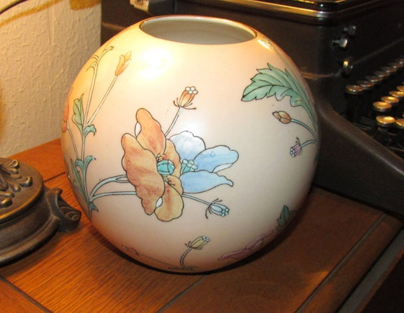Vintage ginger jar, ginger jar, vintage vase, Toyo ginger jar, flowered ginger jar, hand painted jar, made in Japan ginger jar, Asaian decor