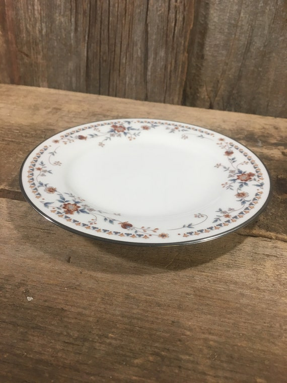 Noritake Adagio Fine China replacement bread plate, need a replacement for your Noritake Ivory China, platinum edge butter plate,