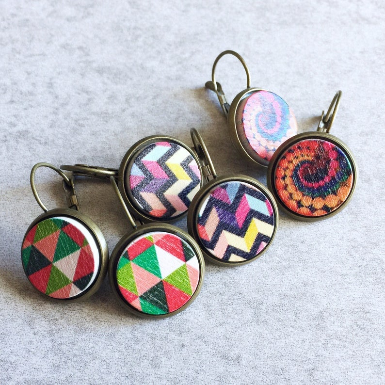 Stud Earring Pair with Cabochon Picture Kaleidoscope Caleidoscope Bright colors Abstract design no 7 bronze different sizes