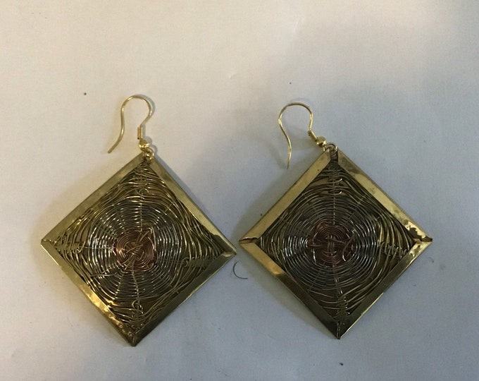 Beautiful Round shaped brass, nickel and copper wire earrings. Measure 2Hx 2W inches very attractive and unique