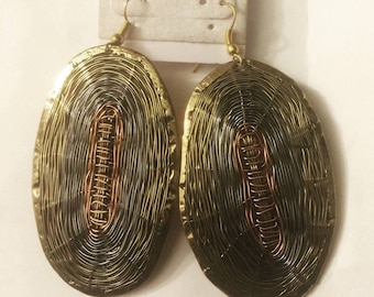 Beautiful oval brass, nickel and copper wire earrings. Measure 3H x 1.5W inches very attractive and unique @doorstoafrica