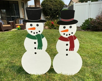 Snow Couple Wearing A Hat And Scarf Outdoor Christmas Holiday Yard Art Sign