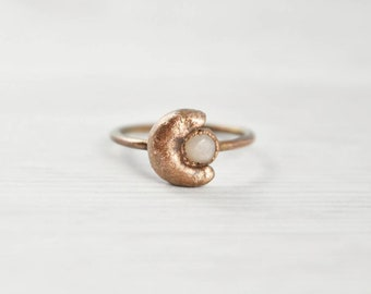 Peach Moonstone Ring, 6.5 Moon and Stone Ring, Copper Moonstone Ring, Natural Moonstone Ring, Celestial Moon Ring, Copper Moon Jewelry