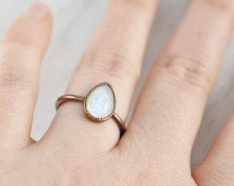 Teardrop Rainbow Moonstone Ring, Copper Moonstone Ring, Pear Shaped Moonstone Ring, White Rainbow Moonstone Ring, Moonstone Birthstone Ring