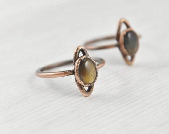 Sunstone Crystal Ring, Golden Black Sunstone Ring, Golden Stone Ring, Small Golden Ring, Sunstone Jewelry, Copper Ring, Earthy Ring