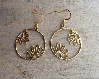 Gold earrings,Matte gold earrings,Flower earrings,Hoop flower earrings,Daisy earrings,Silver daisy earrings,Fashion earrings,Sunflowers.