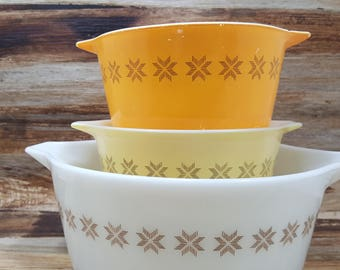Set of 3 Pyrex Town and Country bowls, vintage pyrex