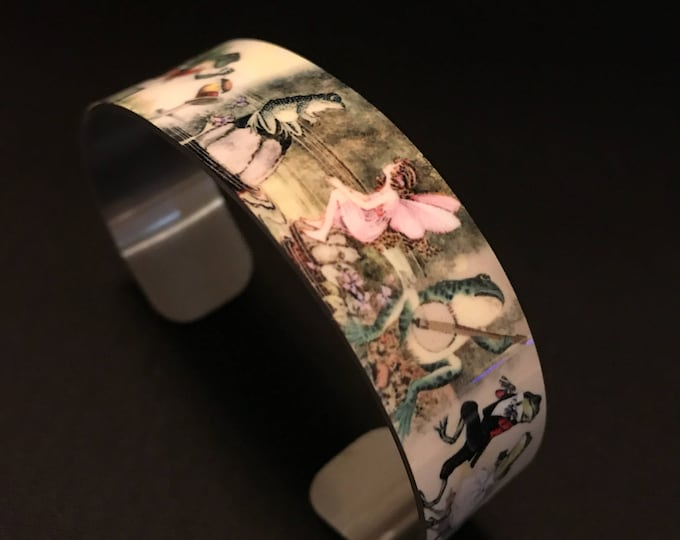 Beautiful Frog Toad aluminum  cuff bracelet.