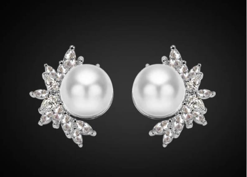 一对银叶花珍珠水晶耳环