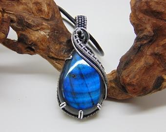 Blue Flash Labradorite Pendant - Wire Wrapped Jewellery - Blue Stone Necklace - Labradorite Necklace - Statement Necklace