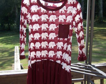 Maroon & Creme Trunks Up Elephant Parade 3/4 Sleeve Knit Top w High/Low Ruffled hemline Size Small