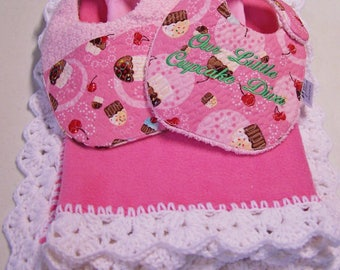 5 Piece Monogrammed Baby Girl Pink/Cupcake Print Blanket, Turtle Neck Tee, Bibs & Hanger Gift Set