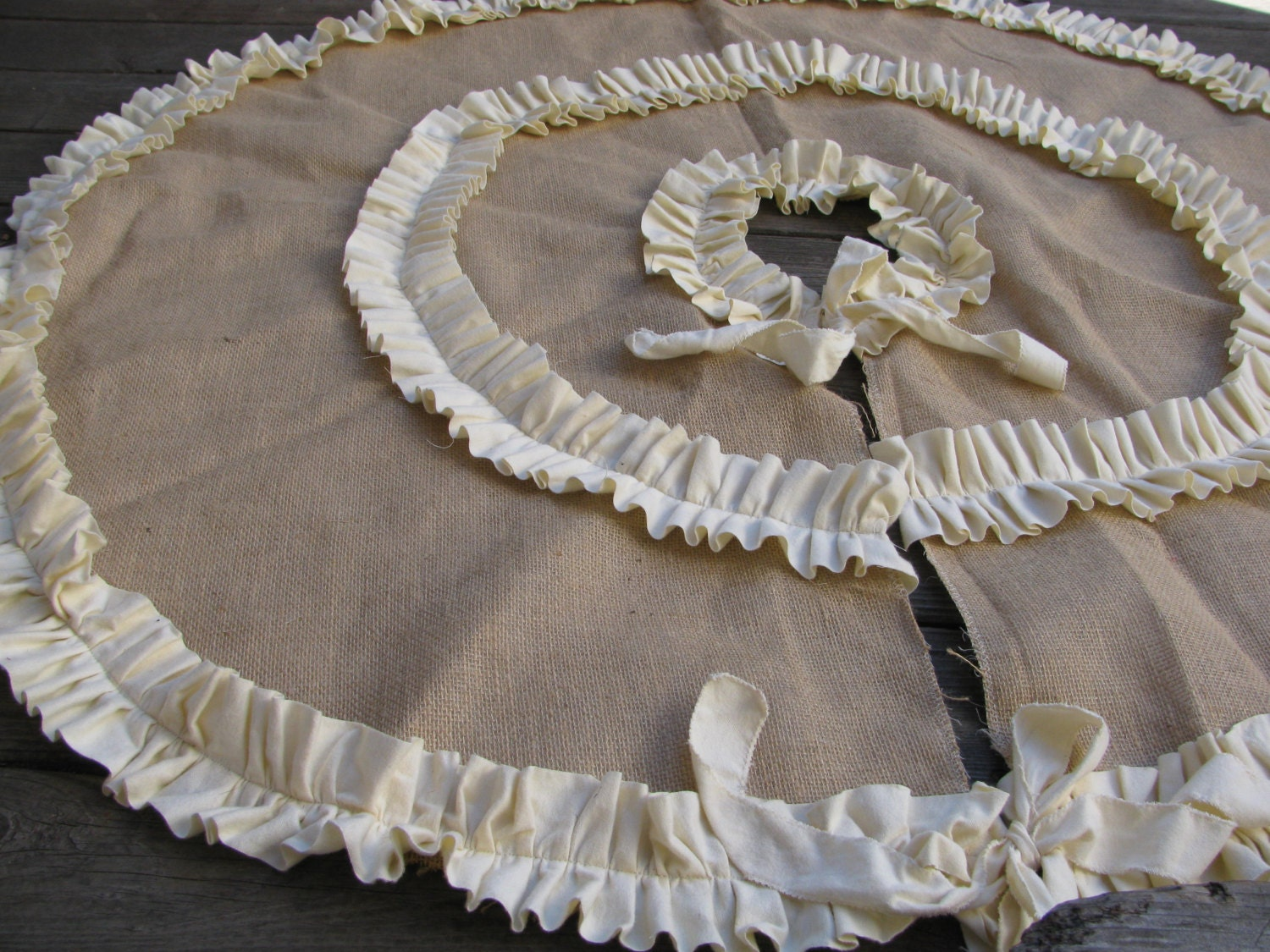 Phenomenal Burlap Tree Skirt With Double Cream Or Red Ruffles Christmas Tree Skirt Christmas Decor Rustic Christmas Download Free Architecture Designs Rallybritishbridgeorg