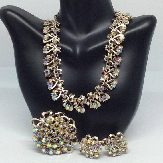 Vintage set Signed ART necklace set