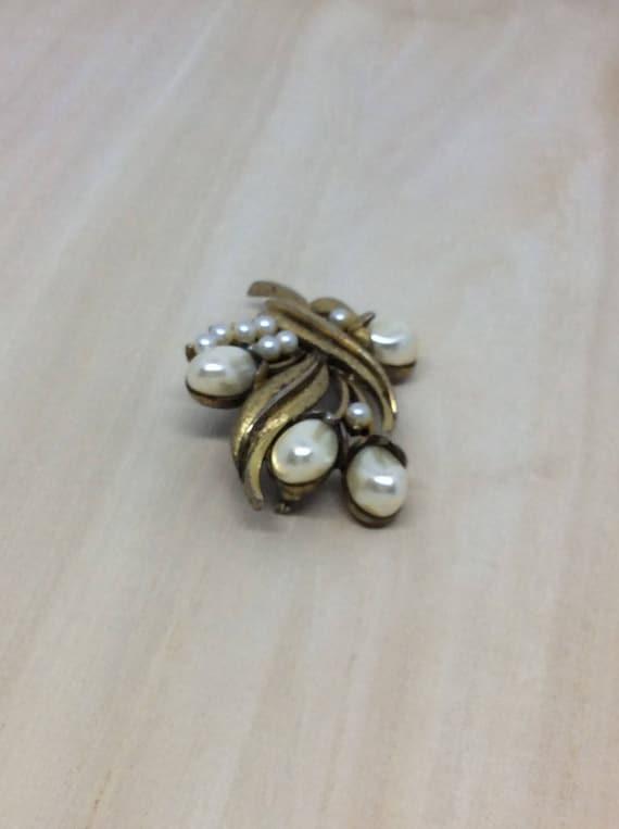 Vintage Tortolani brooch  Pearl faux  Flower broo… - image 4