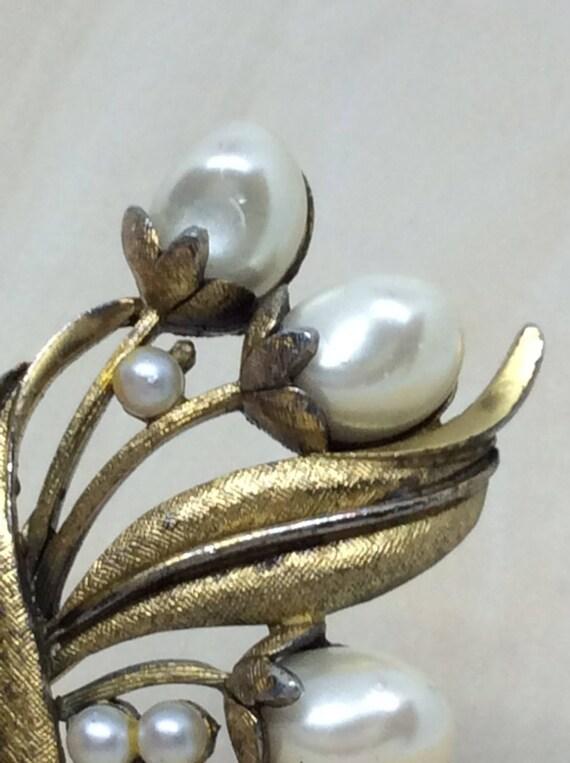 Vintage Tortolani brooch  Pearl faux  Flower broo… - image 8