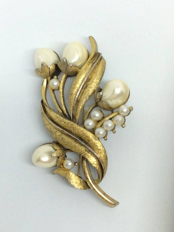 Vintage Tortolani brooch  Pearl faux  Flower broo… - image 10