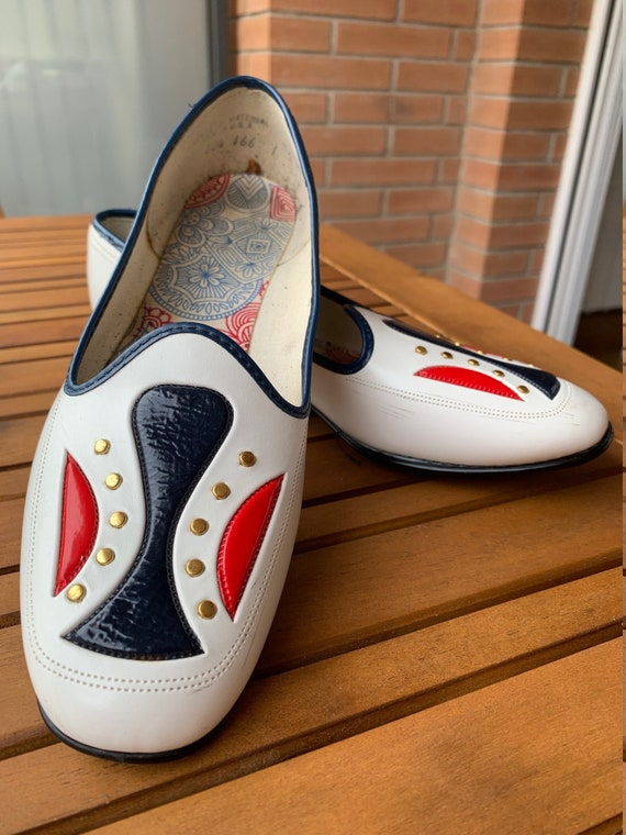 vintage 1960 mod pump white red and blue shoes