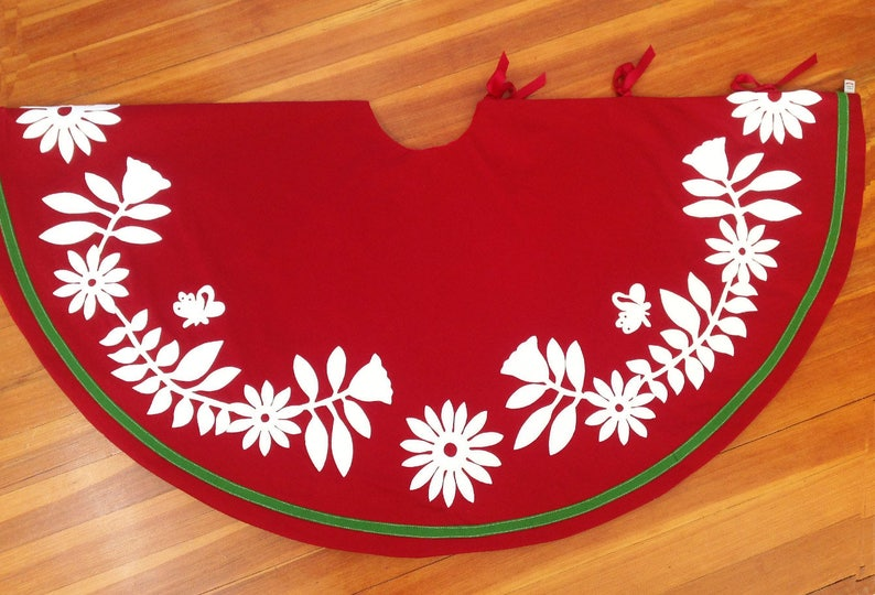 Christmas Tree Skirt with Otomi Flowers in Creamy White on image 0