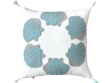 Scallop Shells Circle - Aqua + White