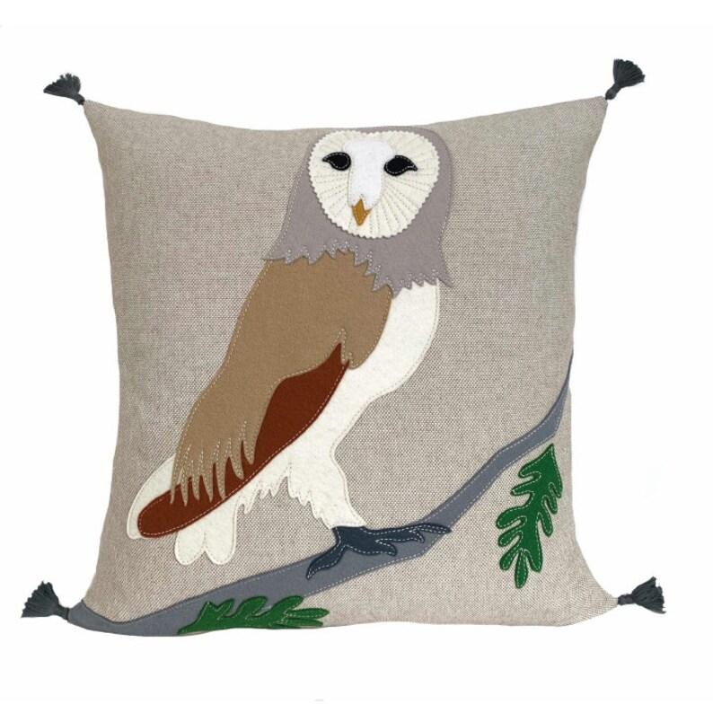 Barn Owl  Beige  White image 0