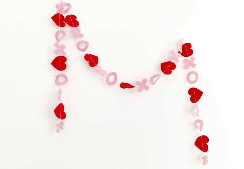 Hearts  Hugs Garland in Red  Pink image 0