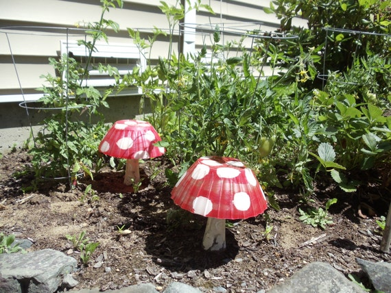 alice 39 s wonderland garden mushroom statues etsy. Black Bedroom Furniture Sets. Home Design Ideas