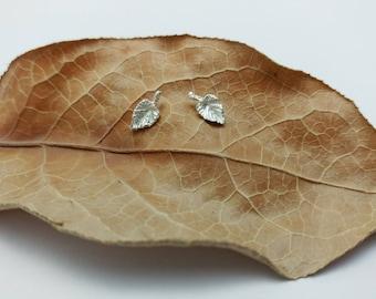 Feuilles minimalistes, Boucles d'oreilles argent sterling, Feuilles de vigne, Studs botaniques minimalistes, Bijoux Argent 925